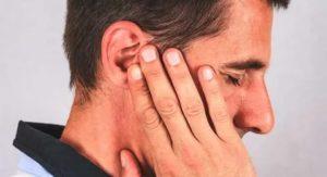 Непонятное ощущение за ухом