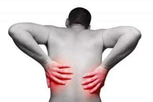 Боль за ребрами отдаёт в бок и поясницу