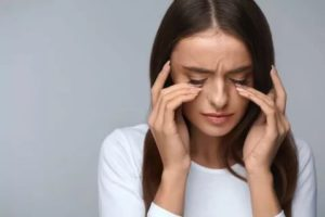 Дёргается глаз+головная боль и головокружение
