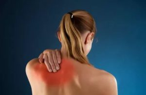 Боль в спине, между лопаток, в грудине хрустит
