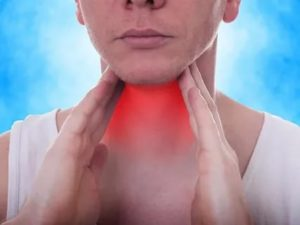 Пропадает пульс, который ощущается в комке в горле