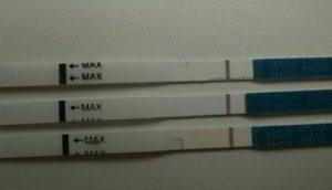 Возможна ли беременность при месячных и отрицательных тестах