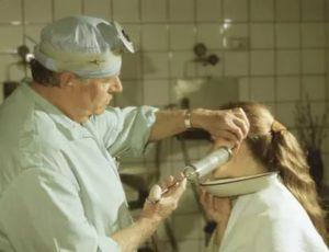 Кровь при промывании ушной пробки
