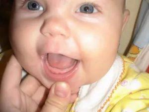 Слизь в стуле на фоне прорезывания зубов